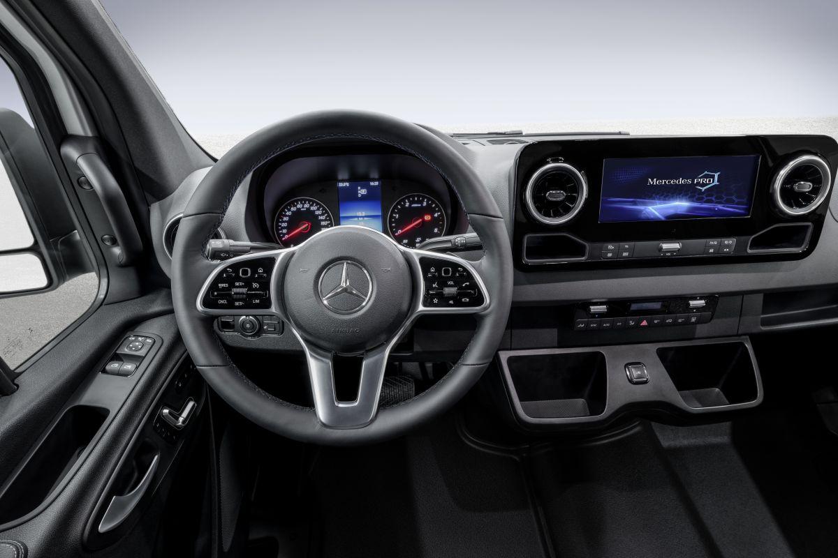 Mercedes Benz Toont Dashboard Sprinter Autoweek Nl